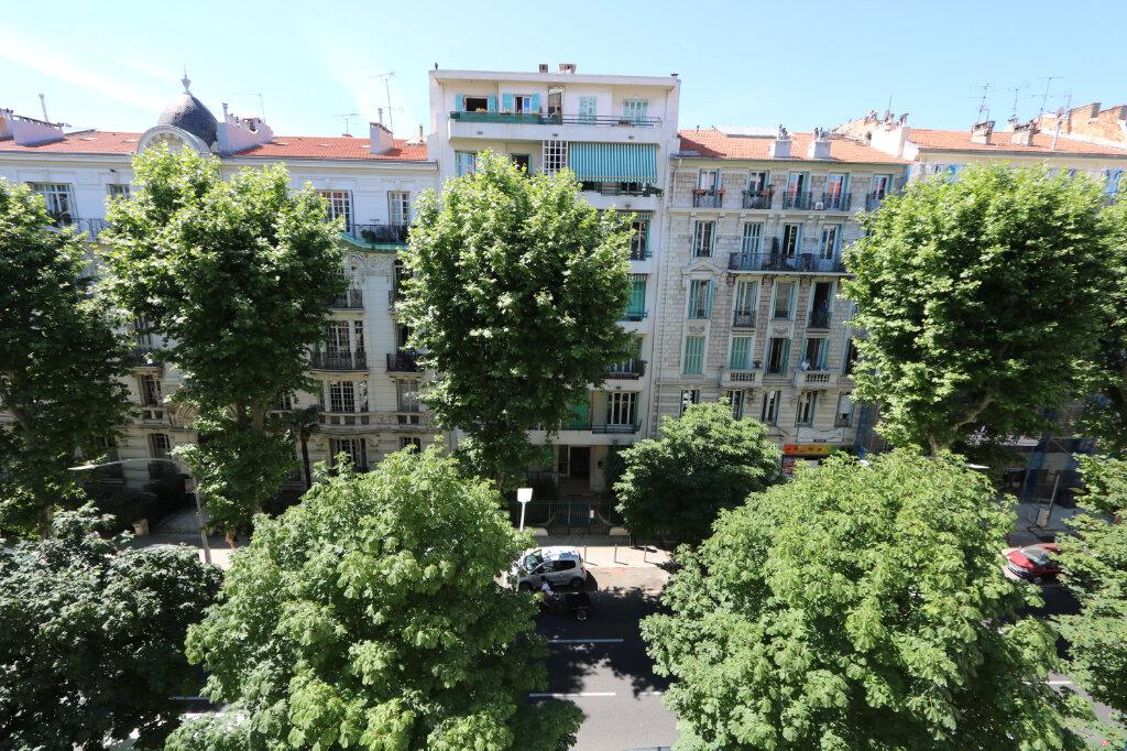 Appartement à louer 3 75.49m2 à Nice vignette-1