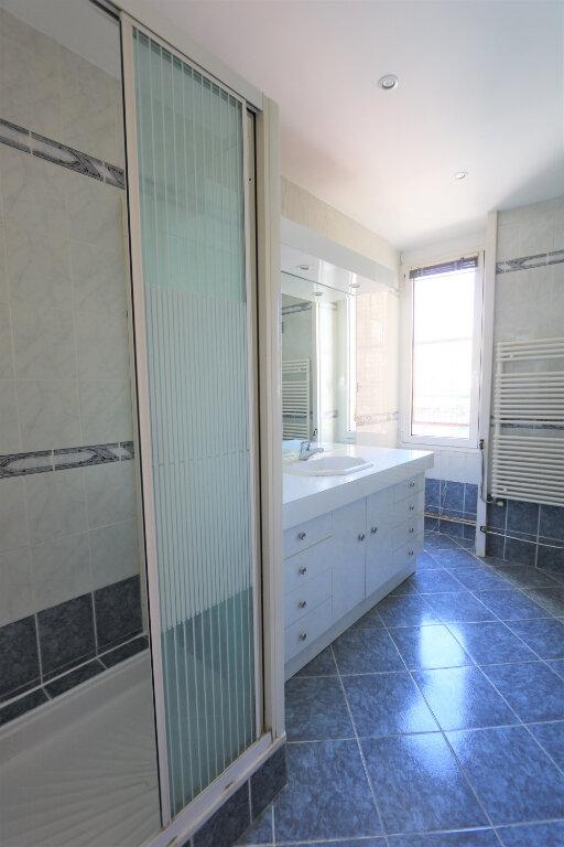 Appartement à louer 3 75.49m2 à Nice vignette-4