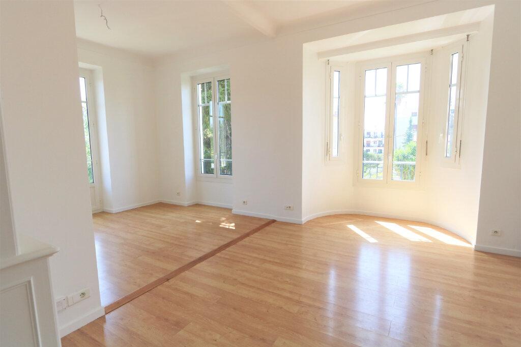 Appartement à louer 3 74.76m2 à Nice vignette-1