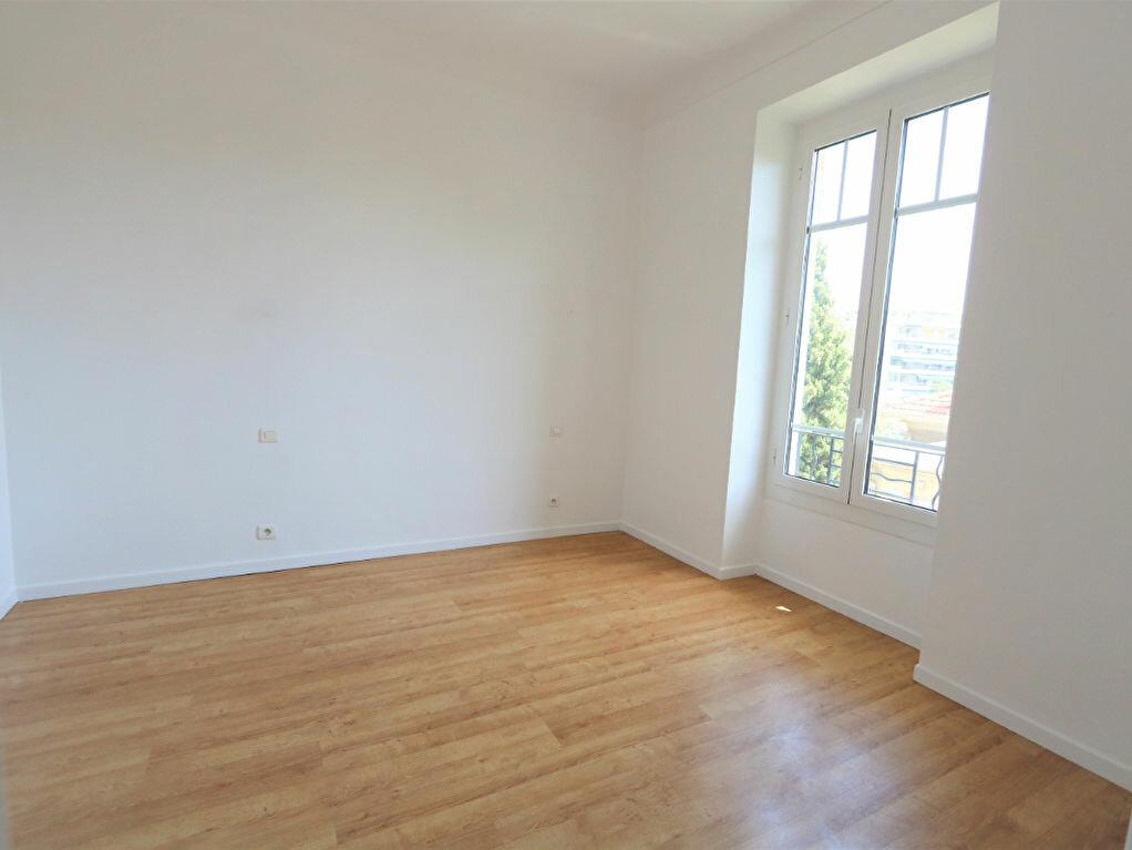 Appartement à louer 3 74.76m2 à Nice vignette-6