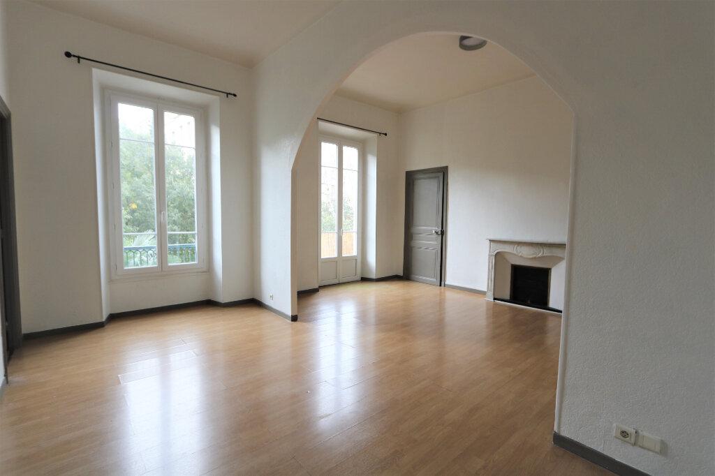Appartement à louer 4 82m2 à Nice vignette-2