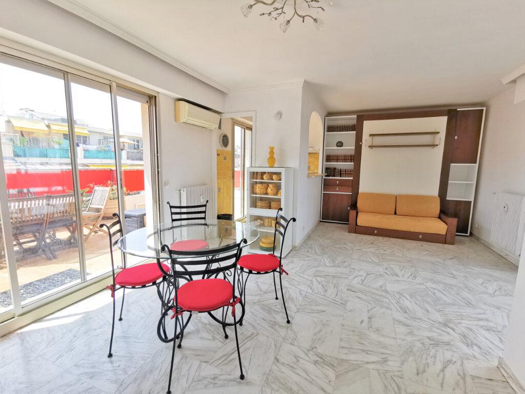 Appartement à louer 1 34m2 à Nice vignette-2