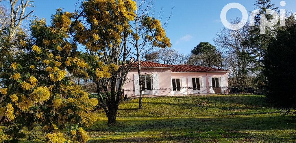 Maison à vendre 7 220m2 à Saint-Sulpice-de-Royan vignette-1
