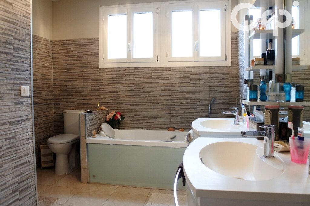 Maison à vendre 7 220m2 à Saint-Sulpice-de-Royan vignette-10