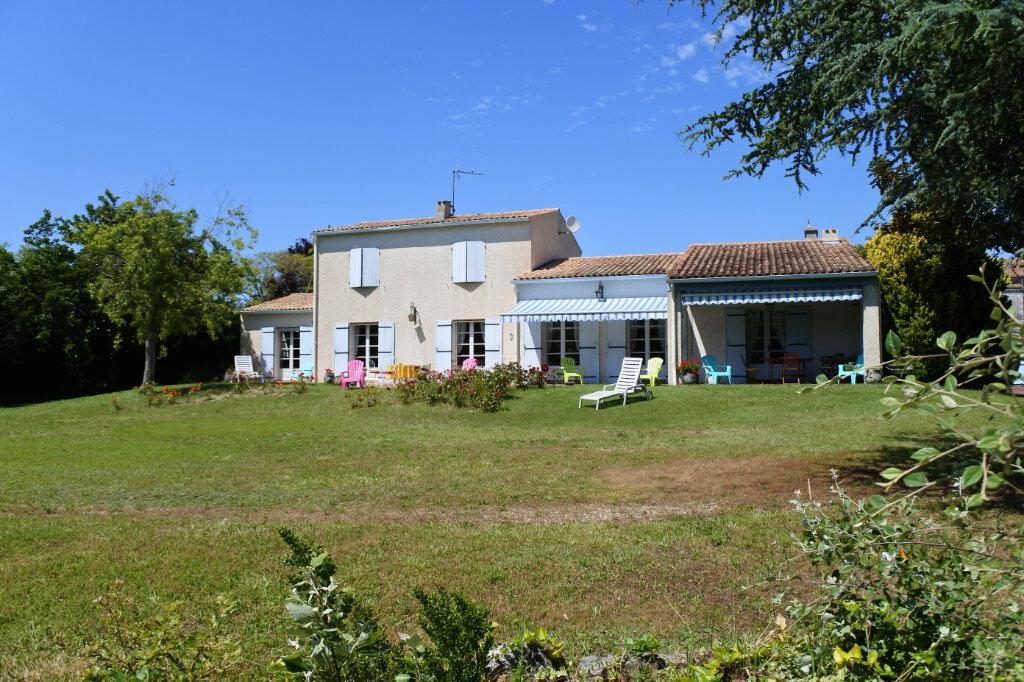 Maison à vendre 6 210m2 à Breuillet vignette-1