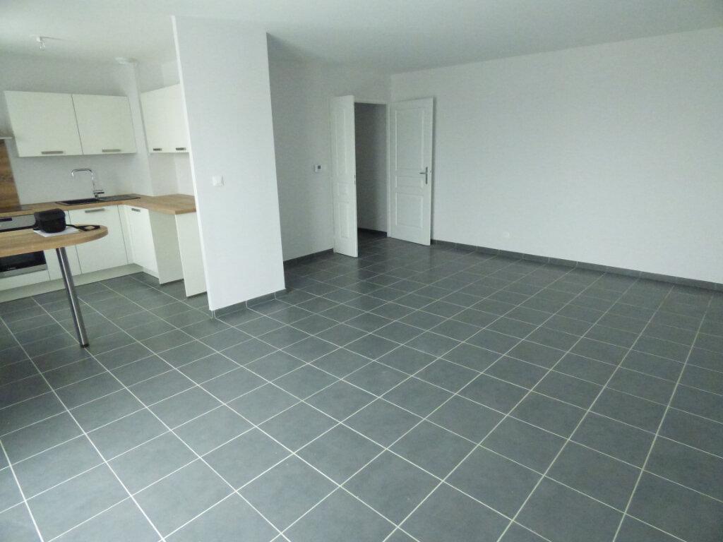 Appartement à louer 3 66.33m2 à Amnéville vignette-2