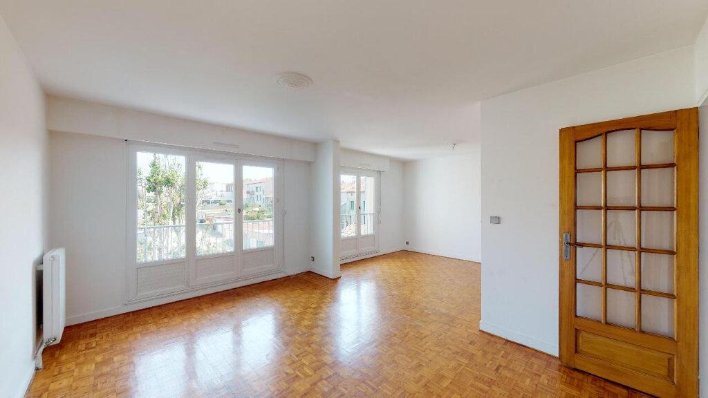 Appartement à vendre 3 77m2 à Saint-Genest-Lerpt vignette-1