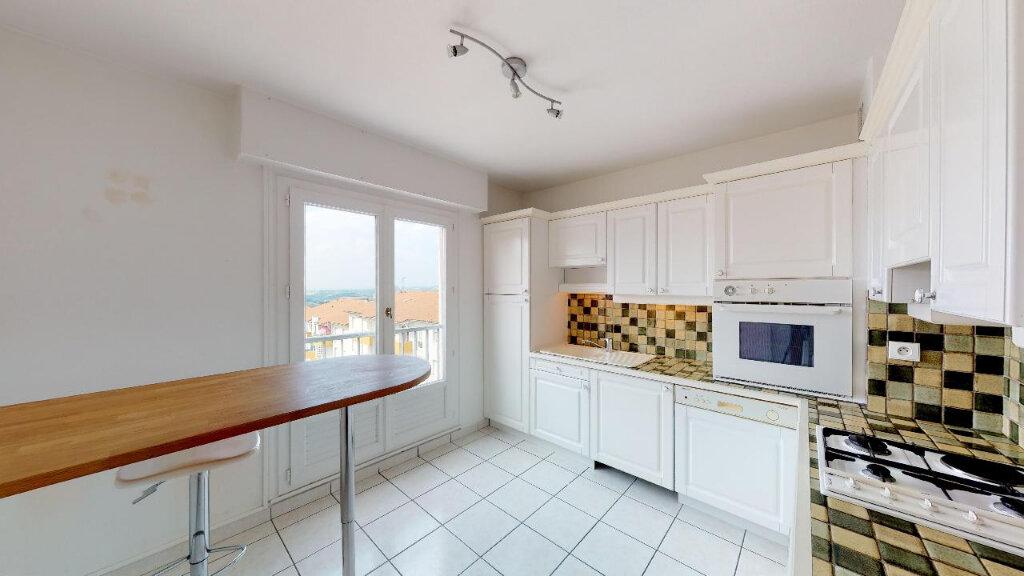 Appartement à vendre 3 77m2 à Saint-Genest-Lerpt vignette-2