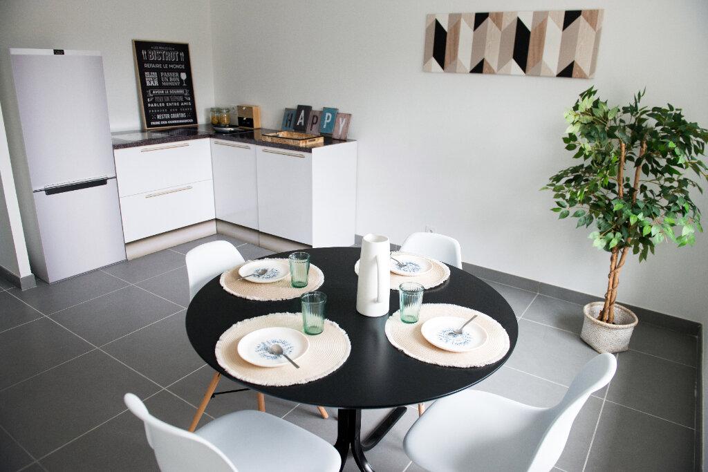 Appartement à vendre 3 70m2 à Saint-Just-Saint-Rambert vignette-1
