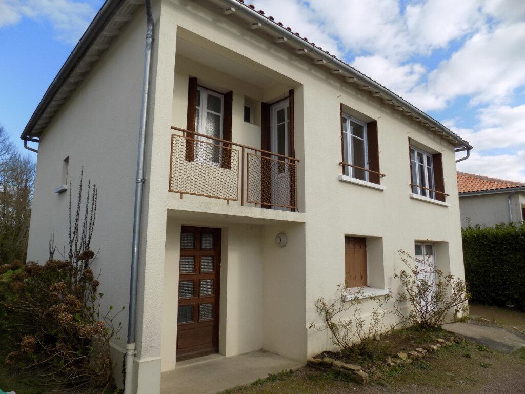 Maison à vendre 3 70m2 à Châtillon-sur-Thouet vignette-1