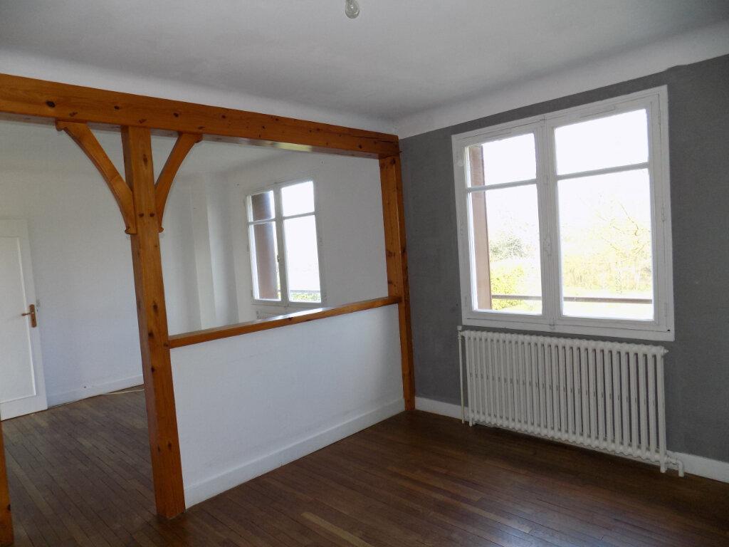 Maison à vendre 3 70m2 à Châtillon-sur-Thouet vignette-3
