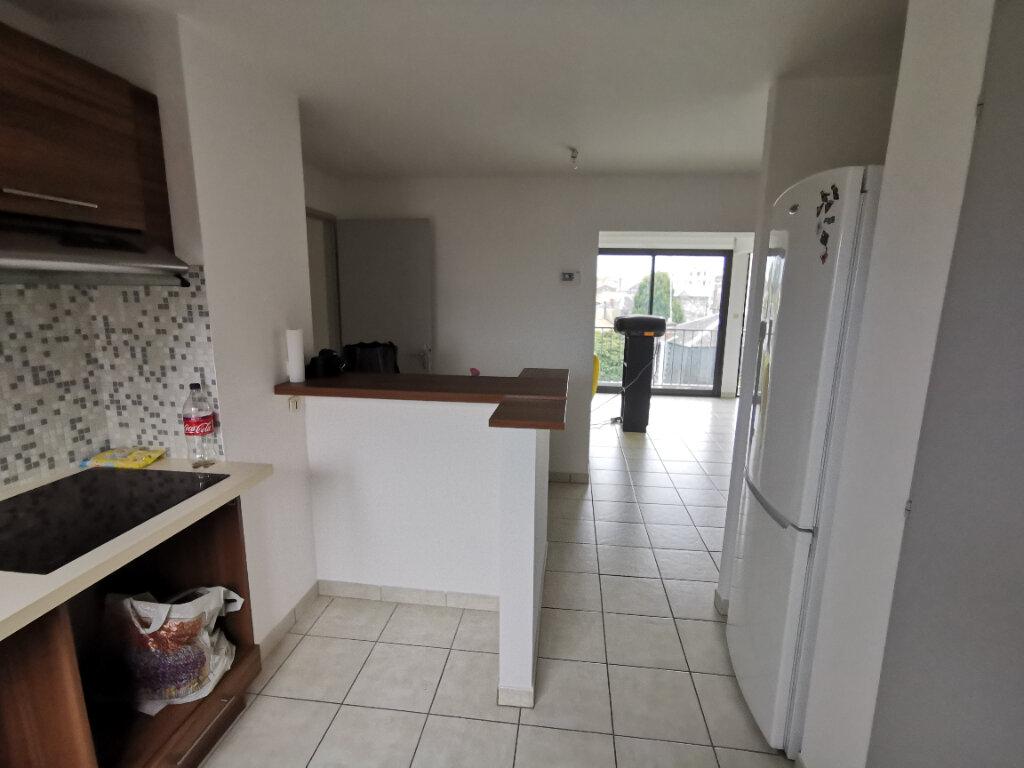 Appartement à vendre 5 72m2 à Parthenay vignette-3
