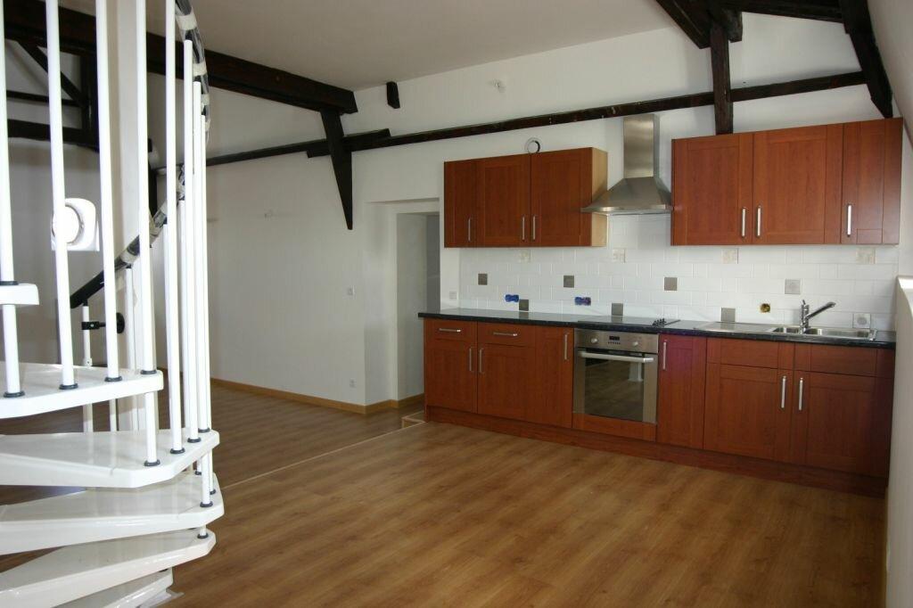 Appartement à vendre 3 100m2 à Parthenay vignette-3