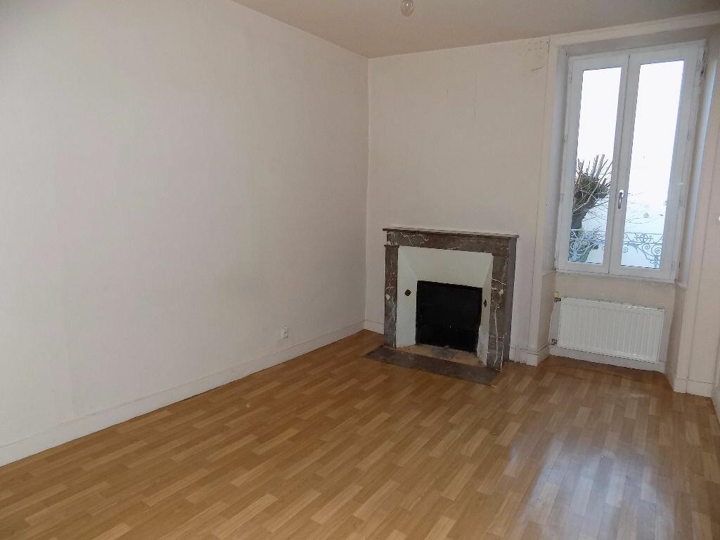 Maison à louer 3 85m2 à Parthenay vignette-4