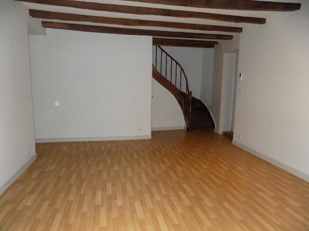 Maison à louer 3 85m2 à Parthenay vignette-5