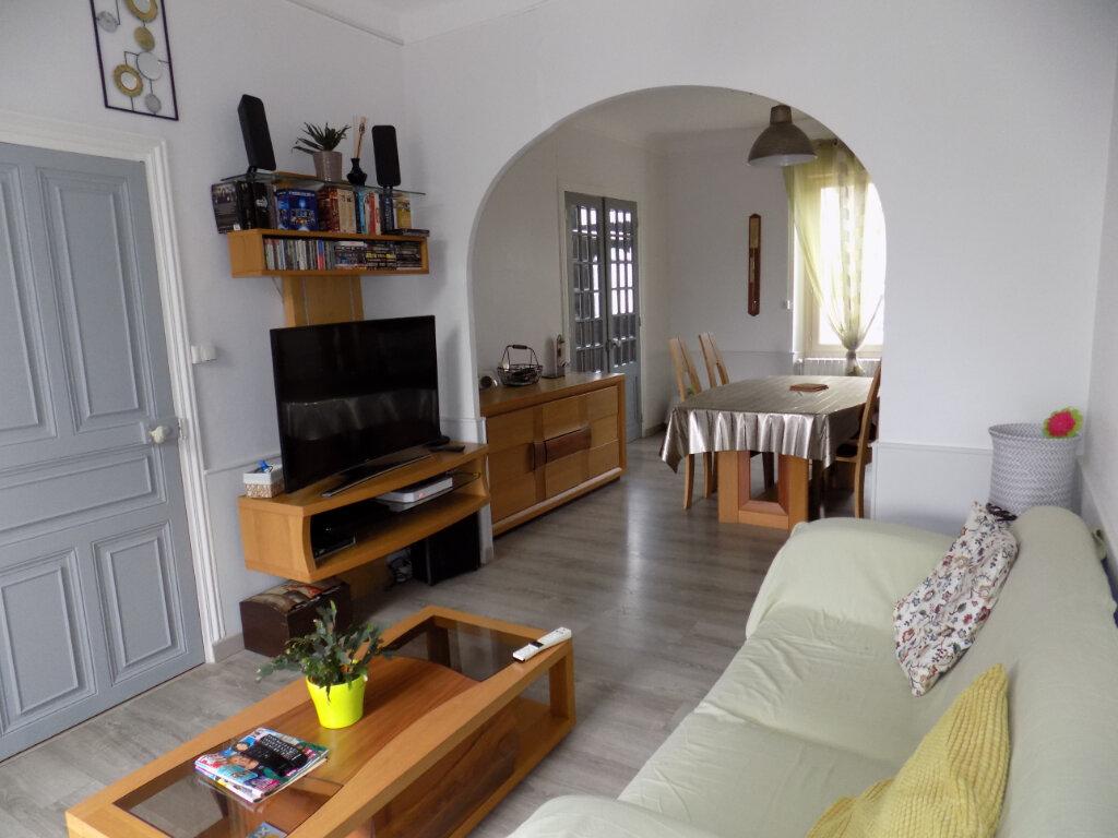 Maison à vendre 8 111m2 à Parthenay vignette-5