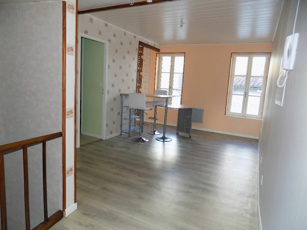 Appartement à louer 2 33m2 à Parthenay vignette-1