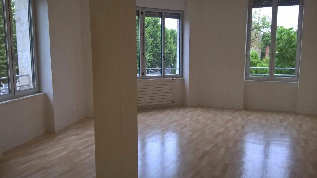 Appartement à louer 6 110m2 à Parthenay vignette-1