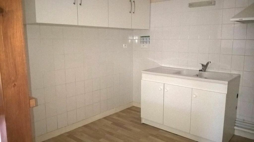 Appartement à louer 6 110m2 à Parthenay vignette-2