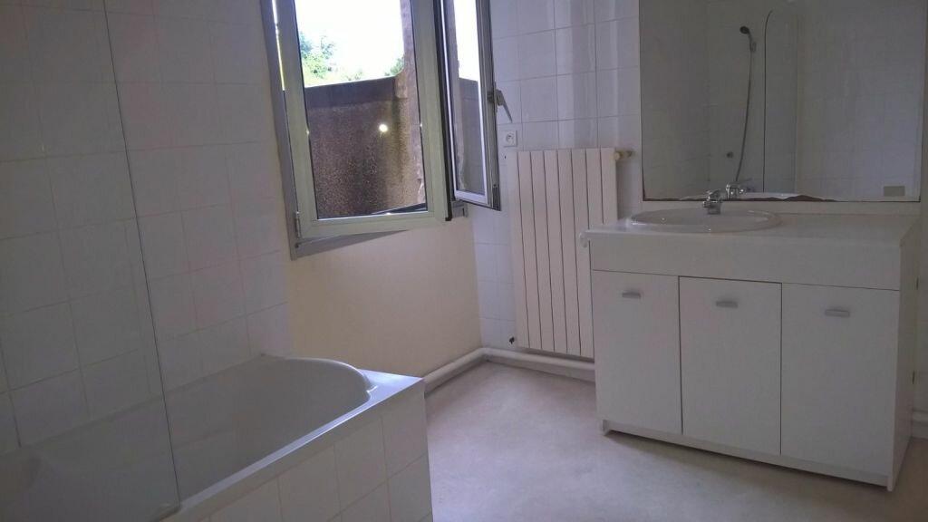 Appartement à louer 6 110m2 à Parthenay vignette-4
