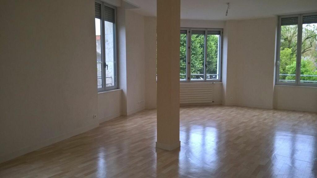 Appartement à louer 6 110m2 à Parthenay vignette-6