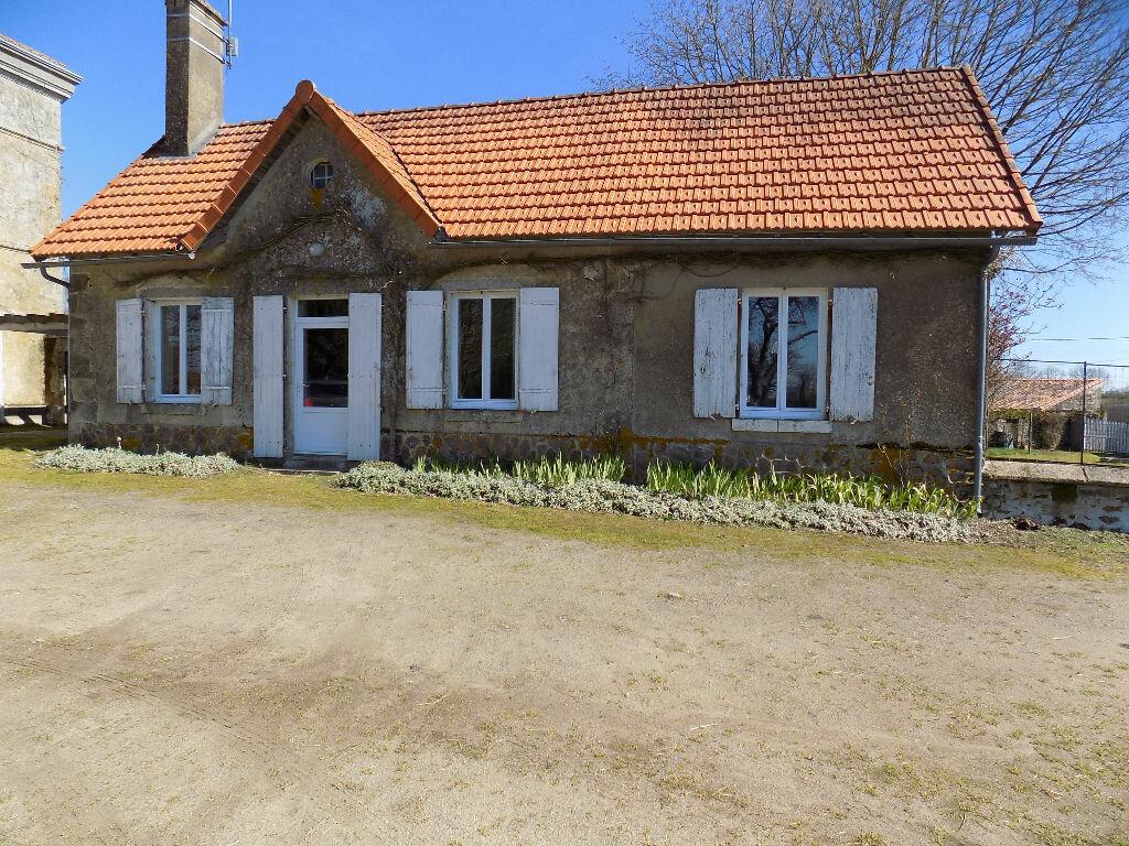 Maison à louer 6 97m2 à La Chapelle-Bertrand vignette-1