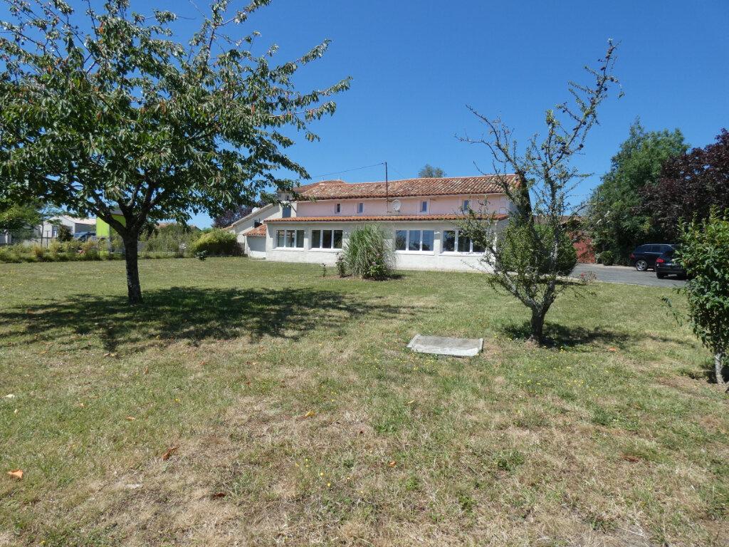 Maison à vendre 7 167m2 à Saint-Pardoux vignette-1