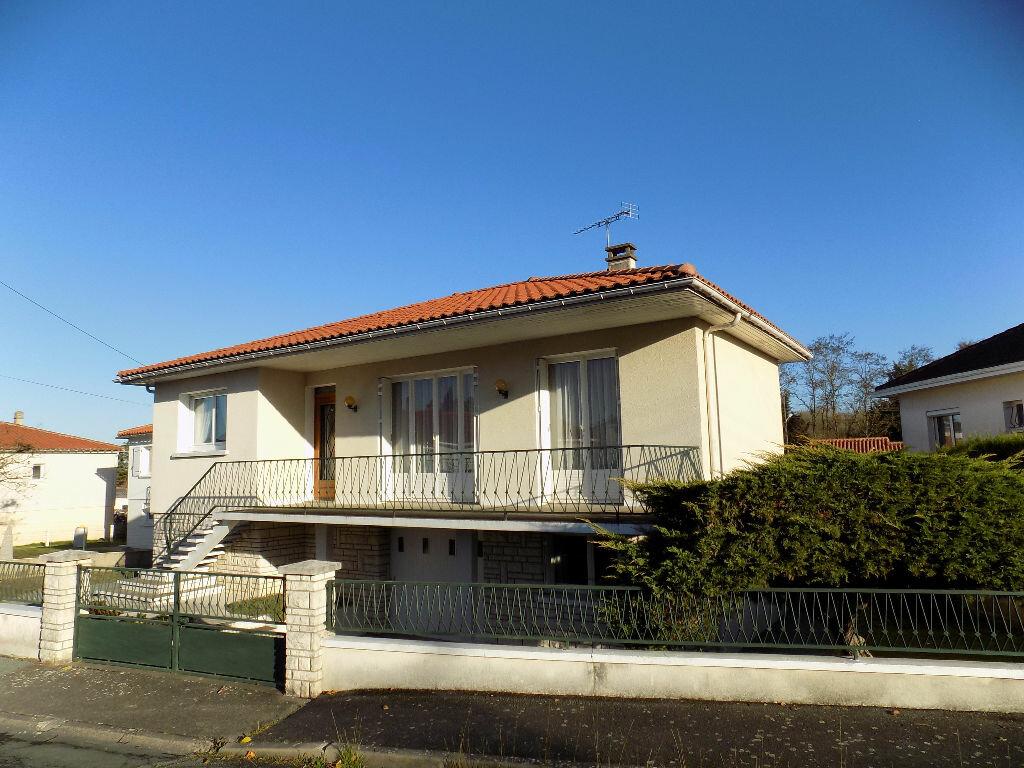 Maison à vendre 6 141m2 à Parthenay vignette-1