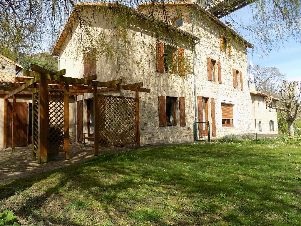 Maison à vendre 6 220m2 à Châtillon-sur-Thouet vignette-1