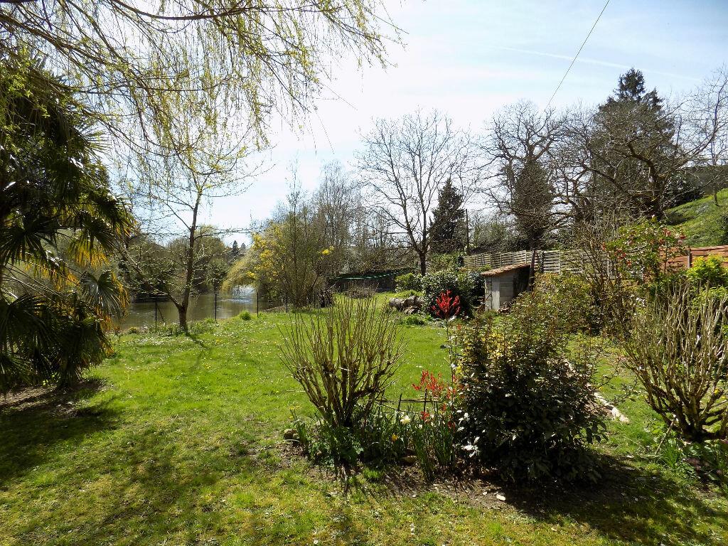 Maison à vendre 6 220m2 à Châtillon-sur-Thouet vignette-2