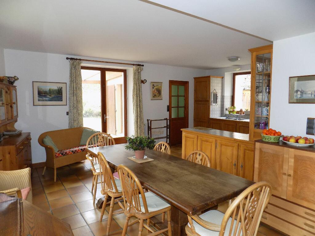 Maison à vendre 6 220m2 à Châtillon-sur-Thouet vignette-3