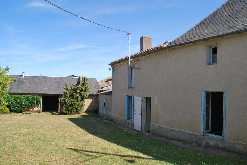 Maison à vendre 4 110m2 à Saint-Jouin-de-Marnes vignette-1