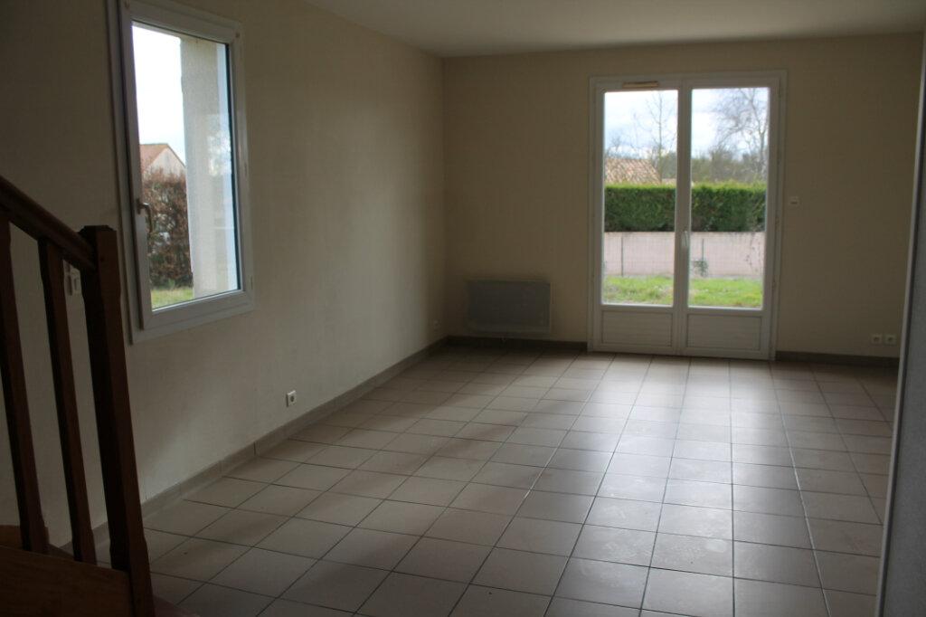 Maison à louer 4 75m2 à Amailloux vignette-3