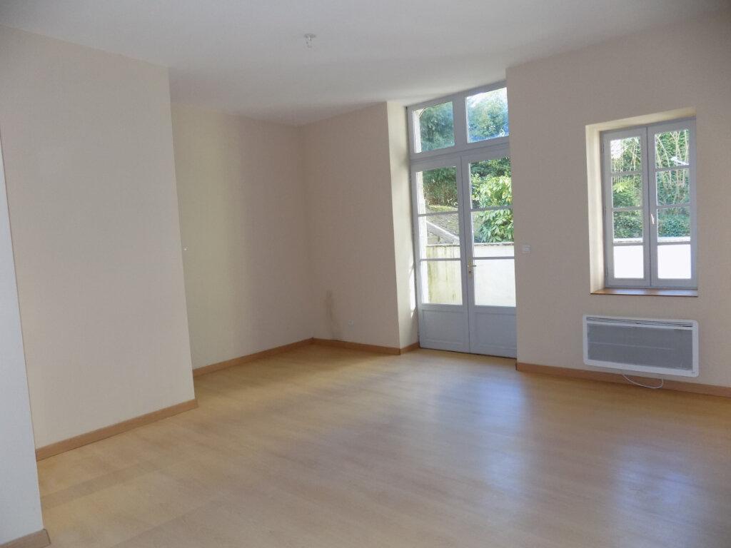 Appartement à vendre 3 87m2 à Parthenay vignette-3