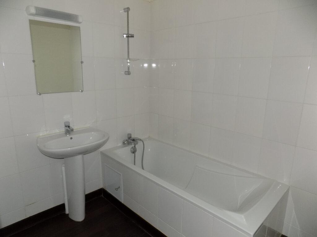 Appartement à vendre 3 87m2 à Parthenay vignette-6