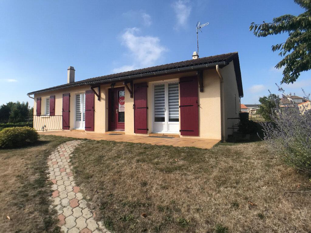 Maison à vendre 4 117m2 à Saint-Aubin-le-Cloud vignette-1