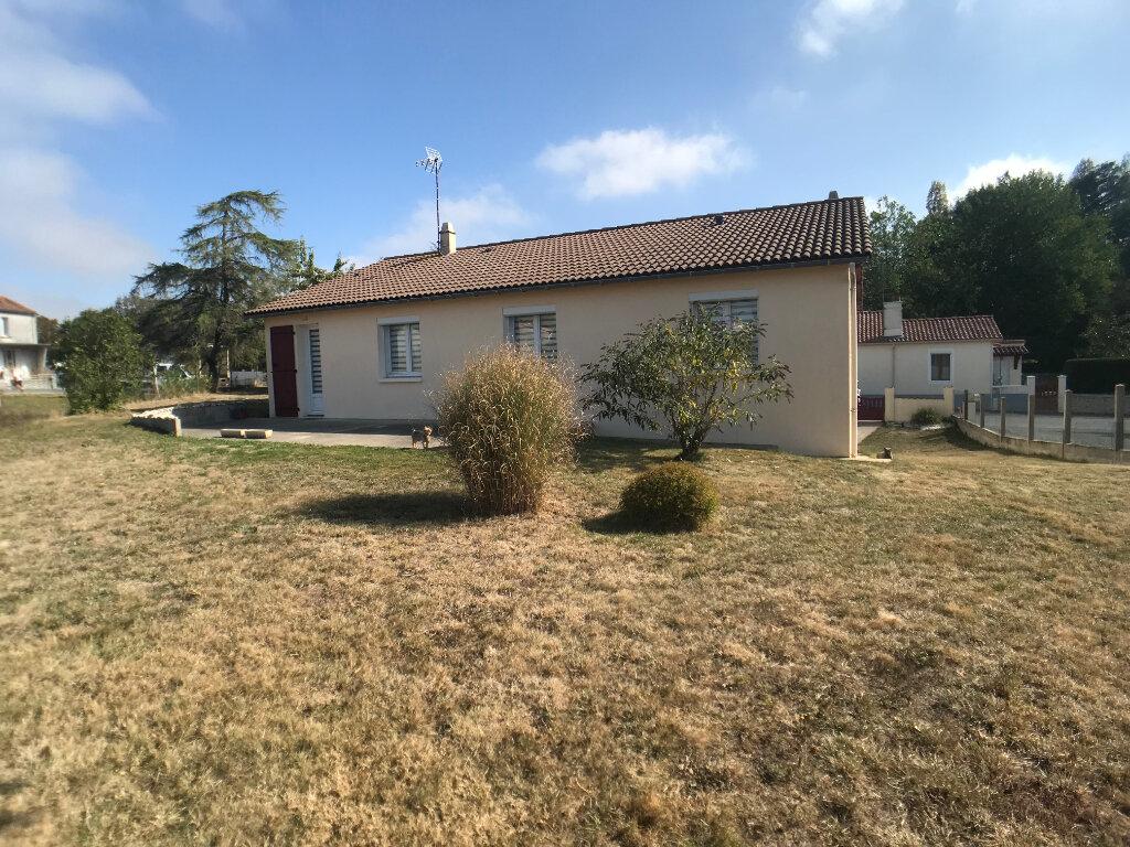 Maison à vendre 4 117m2 à Saint-Aubin-le-Cloud vignette-2