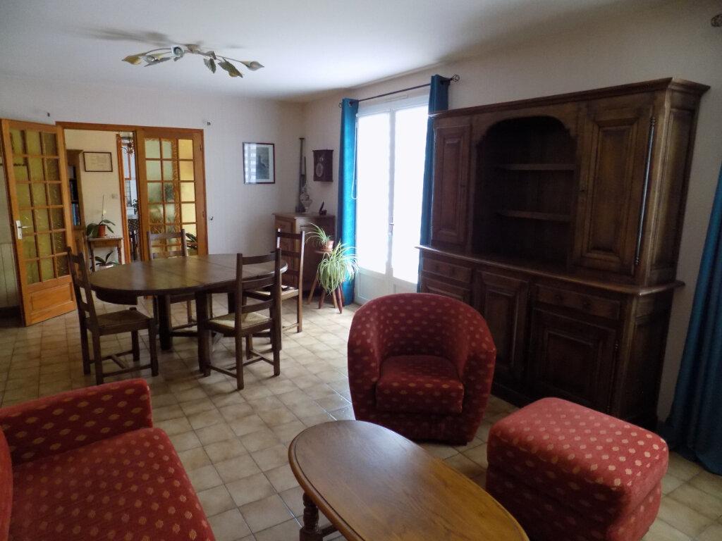 Maison à vendre 4 117m2 à Saint-Aubin-le-Cloud vignette-3