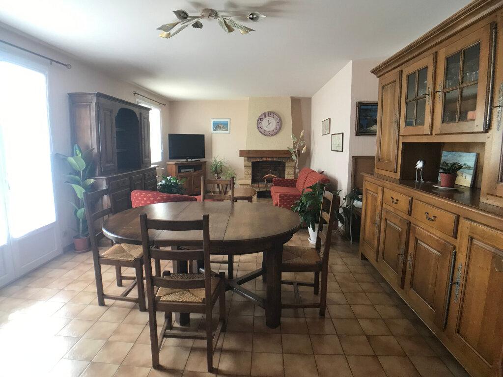 Maison à vendre 4 117m2 à Saint-Aubin-le-Cloud vignette-4