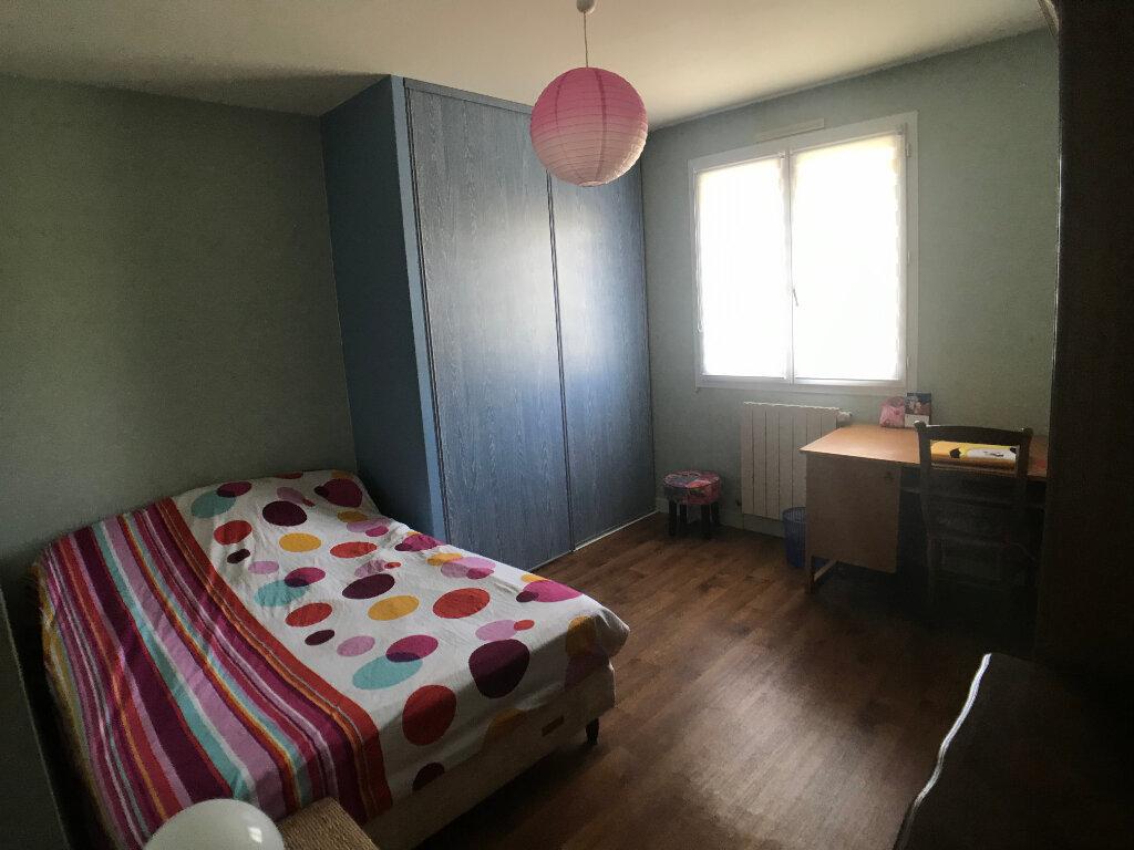 Maison à vendre 4 117m2 à Saint-Aubin-le-Cloud vignette-9