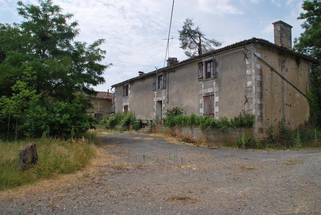 Maison à vendre 2 140m2 à Ménigoute vignette-1