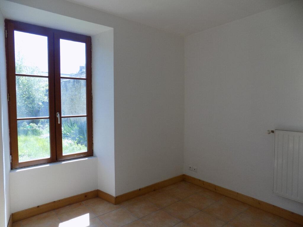 Maison à louer 4 103m2 à Oroux vignette-4