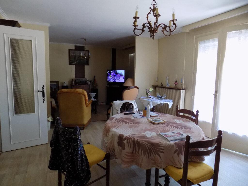 Appartement à louer 3 74m2 à Parthenay vignette-1