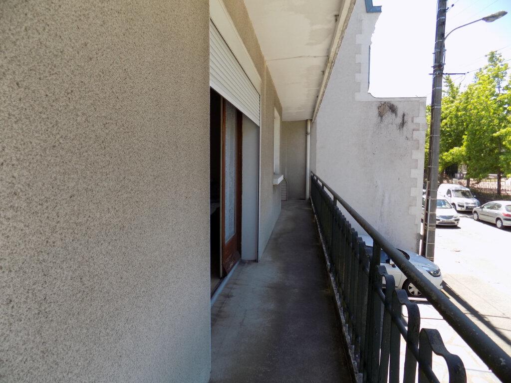 Appartement à louer 3 74m2 à Parthenay vignette-2
