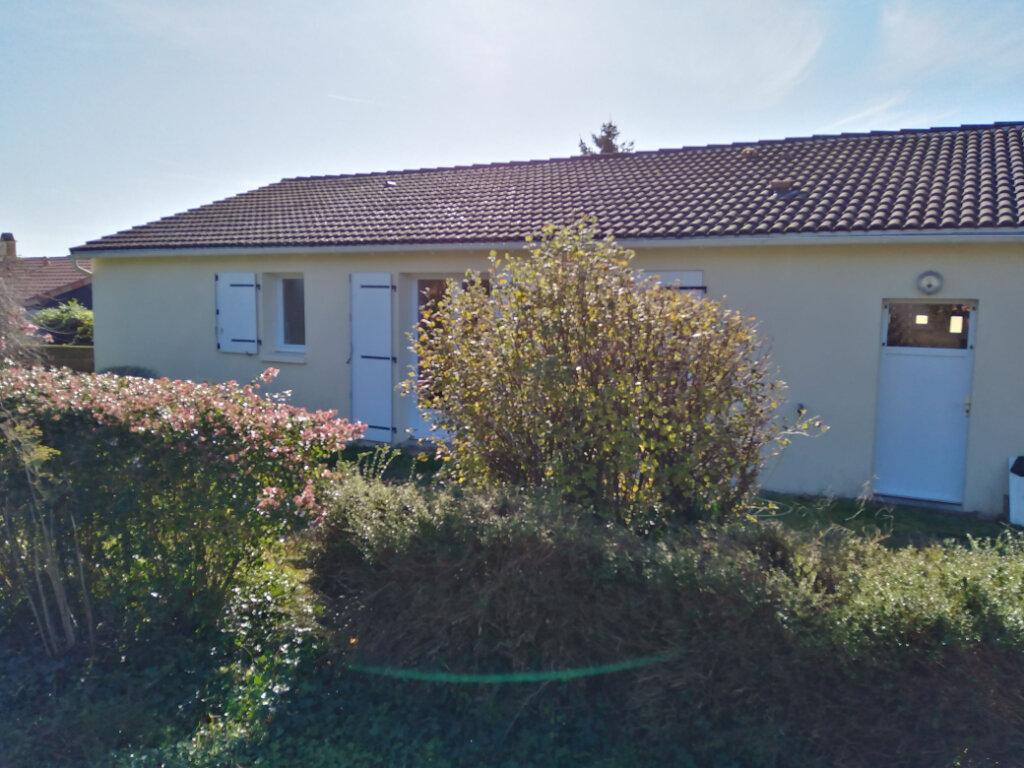 Maison à louer 4 87m2 à Châtillon-sur-Thouet vignette-2
