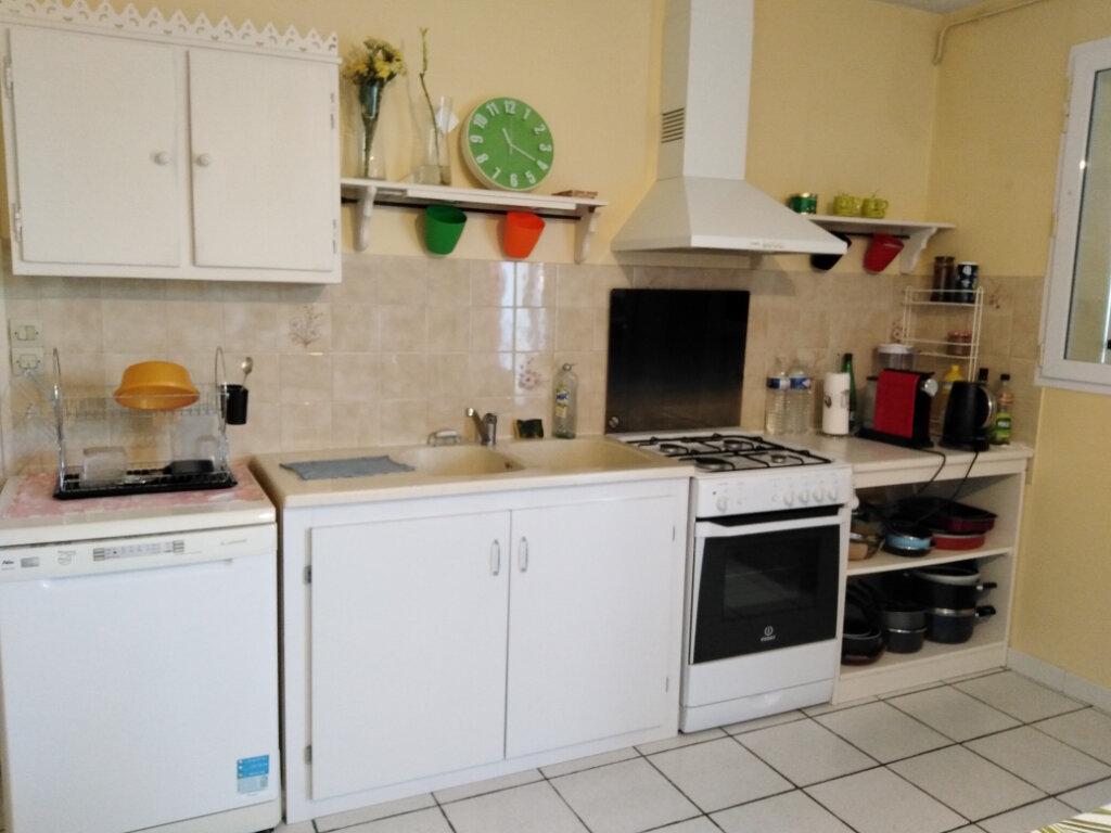Maison à louer 4 87m2 à Châtillon-sur-Thouet vignette-3