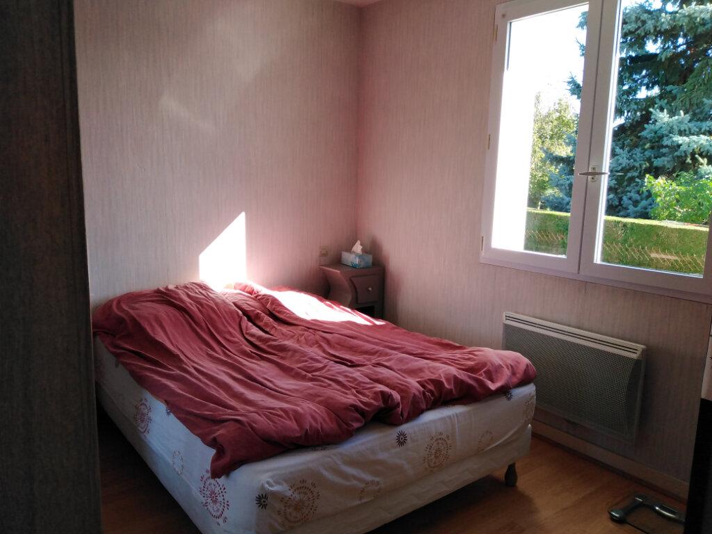 Maison à louer 4 87m2 à Châtillon-sur-Thouet vignette-5