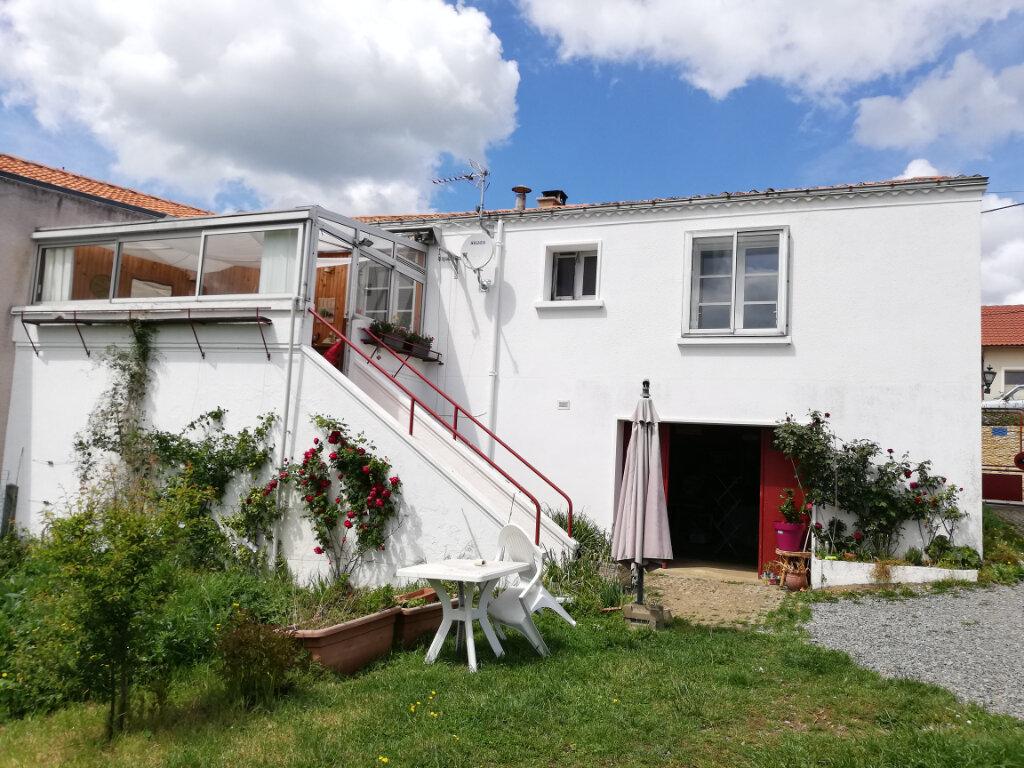 Maison à louer 3 64m2 à Louin vignette-2