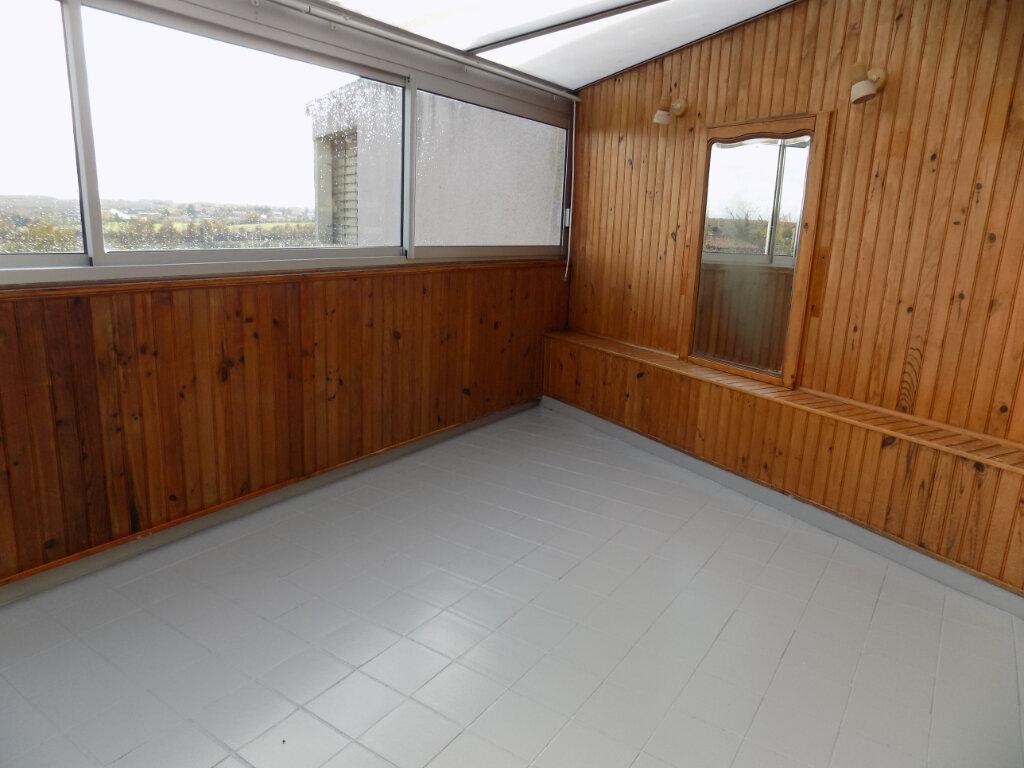 Maison à louer 3 64m2 à Louin vignette-5