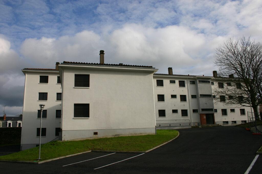 Appartement à louer 4 91m2 à Parthenay vignette-1